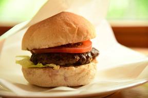 牧草育ち牛のハンバーガーセット