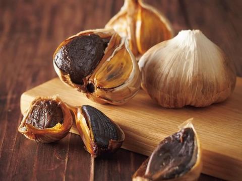青森県産熟成黒にんにく 1kg(250g×4) バラ・カケ込タイプ 福地ホワイト6片種使用