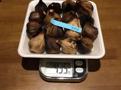 と  自然栽培 黒にんにく サイズいろいろ たっぷり16個 良い仕上がりです 人気の黒ニンニクです 食べやすくて美味しい