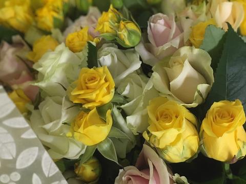❤︎お花でお祝い❤︎離れてなかなか会えない時でも…特別な日に気持ちを伝えたい!厳選バラ贈答用の花束たっぷり30本【黄・白系】※メッセージカードお付けできます※