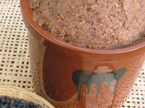 贅沢な黒豆(無農薬栽培)と米糀、木樽4年熟成 天然醸造みそ300g