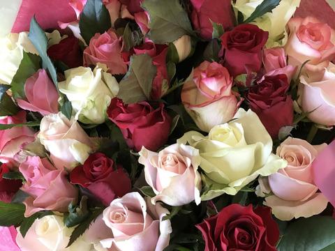❤︎お花でお祝い❤︎離れてなかなか会えない時でも…特別な日に気持ちを伝えたい!厳選バラ贈答用の花束たっぷり30本【ピンク・赤・白系】※メッセージカードお付けできます※