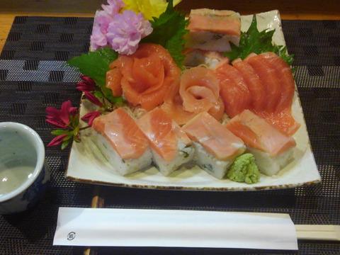 お刺身サーモンフィーレ2枚と サーモン棒寿司 2 本セット