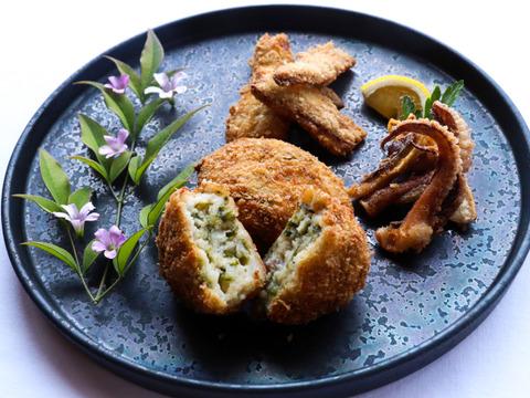 フワ!サク!長島を満喫できるフライセット(イカ、タチウオ、タコとアオサのコロッケ)