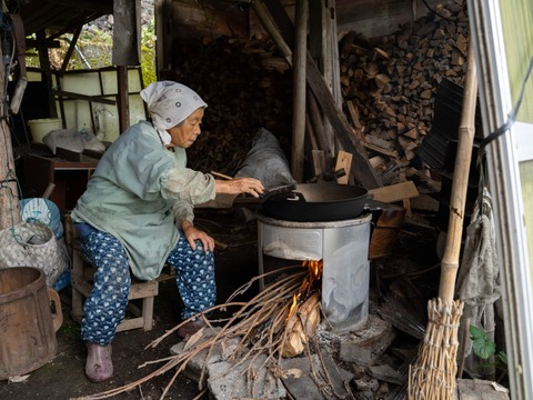 明美ばあちゃんの自家製かまどで炒った昔懐かしい麦むぎの粉はったい粉(300g)×2