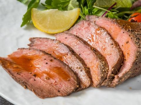 【さかうえの牧草牛】ローストビーフ用モモブロック肉300g 国産黒毛和牛×グラスフェッドビーフ 国産飼料のみで放牧飼育