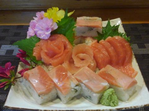 お刺身サーモンフィーレ2枚と サーモン棒寿司 4 本セット