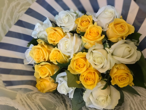 🌹プレゼントにおすすめ!爽やかイエロー&ホワイト厳選バラ20本花束ちょこっとラッピング【黄・白】