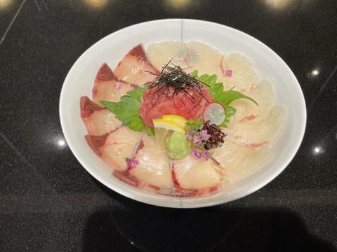 みやび3種盛丼と鯛めしの素 鮪はお任せで(^▽^)