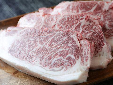 【4種ステーキ食べ比べセット】中島牧場牛300gステーキ 【サーロイン・リブロース・ランイチ・シンタマ】