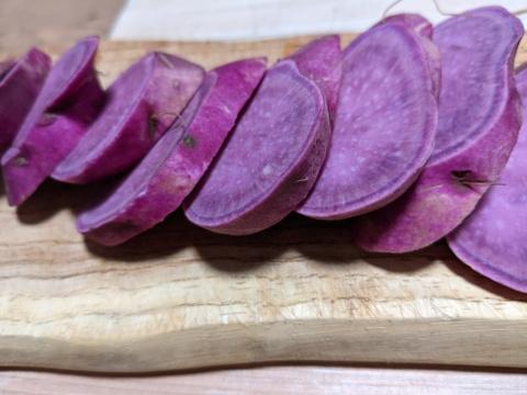 【訳あり】市場に出回らない! お菓子づくりに色鮮やかな紫イモ(3キロ)